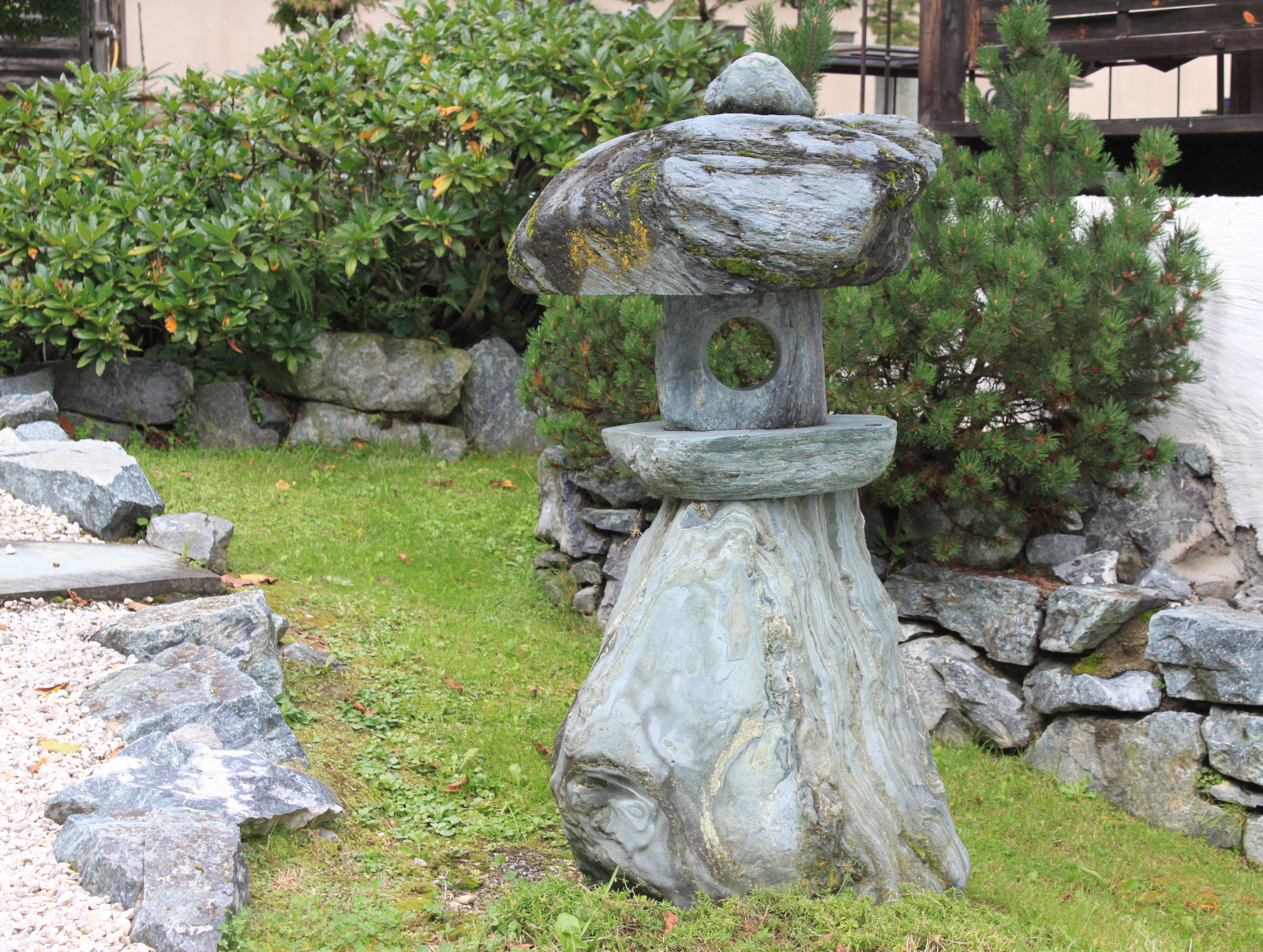 Kamenná lampa.