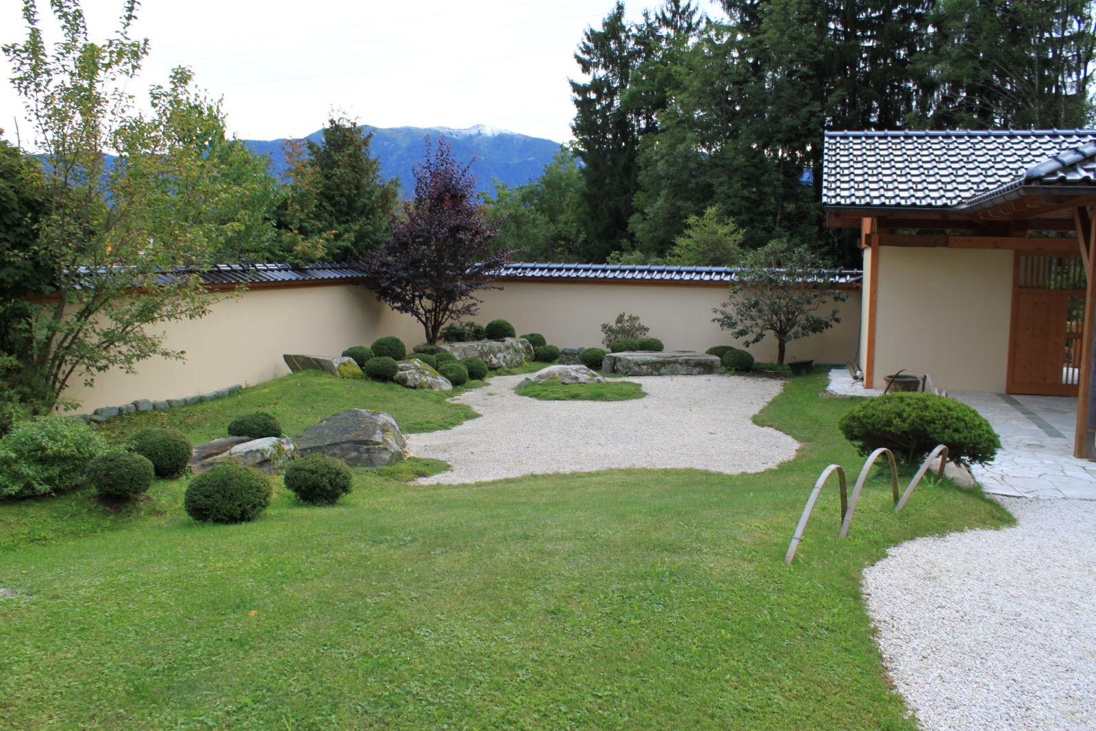 Pekné zákutie v rohu záhrady