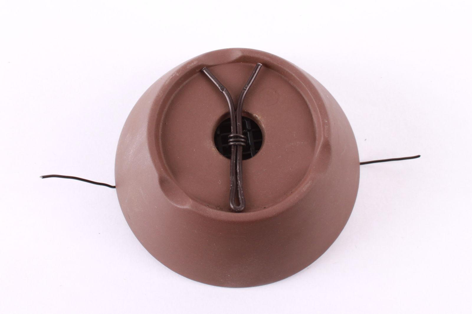 Bonsajová miska s jedným drenážnym otvorom.